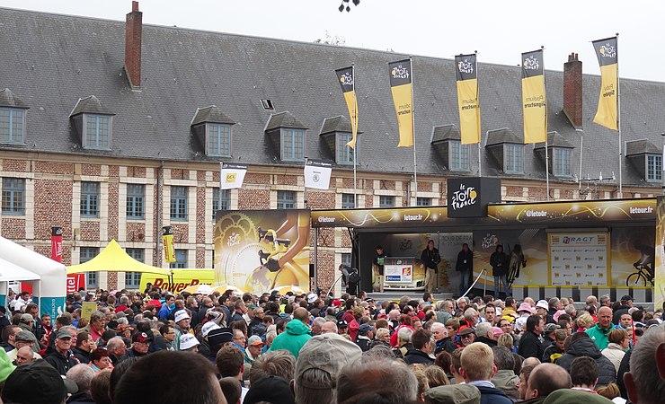 Arras - Tour de France, étape 6, 10 juillet 2014, départ (04).JPG