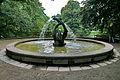Arthur Menge Brunnen IMG 2934.jpg