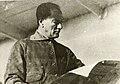 Atatürk gazete okurken.jpg