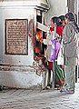 Autel dédié à Ganesh (Katmandou) (8574766106).jpg