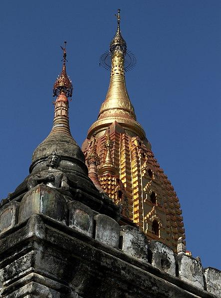 File:Bagan-Ananda-210-Spitzen-gje.jpg