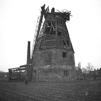 Baker Street Mill, Orsett - The derelict mill in 1964