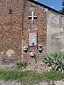 Barzy-en-Thiérache (Aisne, Fr) chapelle-niche au Pas-de-Vache.jpg