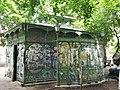 Berlin - Pissoir am Boxhagener Platz (Café Achteck) - panoramio.jpg