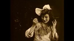 """""""Betty en de zeerovers"""" een romatische avonturenfilm uit 1917 van Rollin S. Sturgeon voor Universal, waarin het meisje Betty (Juliette Day), die over piraten droomt, en haar vader (Charles Marriott), een goedgelovige professor is, bedrogen worden door een stel echte zeerovers. Ze worden gered door een jongeman die een oogje op Betty heeft. Duur: 65 minuten."""
