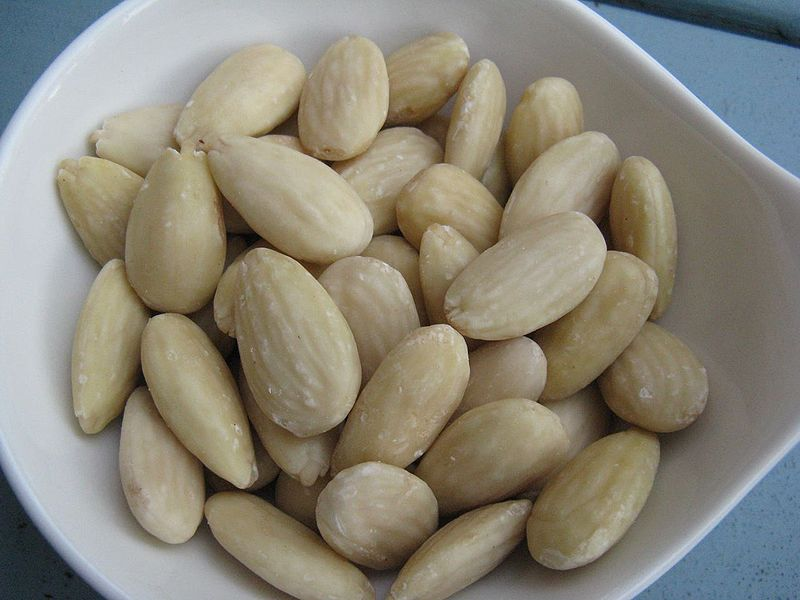 Tree Nuts, Chockfull of Healthful Fats, May Help You Live Longer | Before It's News | Image courtesy of Wikipedia: http://en.wikipedia.org/wiki/File:Blanched_almonds.jpg