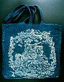 """Blaudruck-Tasche """"Fridericus Maximus, Rex Borussiae"""", Ende 18. Jhr., Museum Europäischer Kulturen.jpg"""