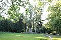 Blick auf den Mittelpunkt des Ehrenfriedhofes für die Toten des 2. Weltkrieges auf dem Friedhof Speyer.jpg