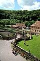 Blick in den Abteigarten des Klosters Bronnbach.jpg