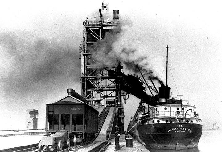Boats hauling coal