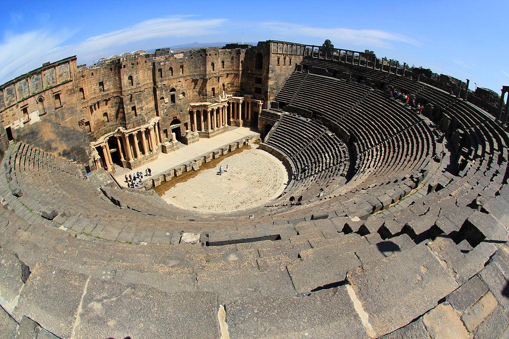 Teater Romawi di Bosra di provinsi Saudi, Suriah saat ini