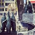 Brunnen mit drei Pinguinen 2.jpg
