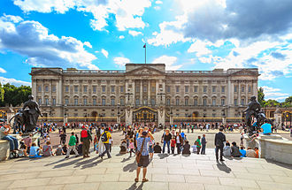 Tourism in London - Tourists at Buckingham Palace.