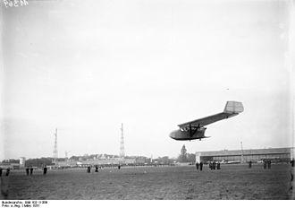 RRG Storch V - Image: Bundesarchiv Bild 102 11369, Berlin Tempelhof, Schwanzloses Flugzeug