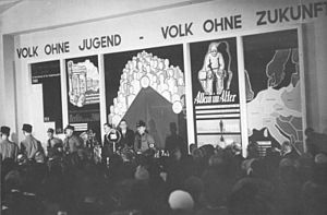 History of German women - Opening of exposition Die Frau, Frauenleben und -wirken in Familie, Haus und Beruf (Women: the life of women, their role in the family, at home and at work) at the Kaiserdamm, March 18, 1933, with Minister of Propaganda Joseph Goebbels