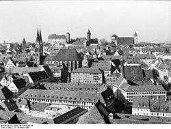 Bundesarchiv Bild 146-1994-041-06, Nürnberg, Altstadt mit Kaiserburg.jpg