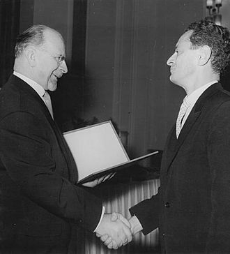 The Adventures of Werner Holt - Dieter Noll receives the National Prize from Walter Ulbricht.