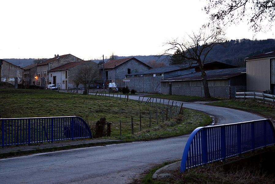 Vue sur Burtoncourt, près du pont du Ruisseau de la Gueule.