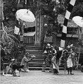 COLLECTIE TROPENMUSEUM Scene uit een Barong- en Krisdans in het voorhof van de dorpstempel waarin Rangda de zoon van Dewi Kunti opeist TMnr 20000308.jpg