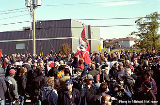 """Grand River land dispute - Counter-protesters, onlookers, media gather at the OPP line after the October 15 """"March for Freedom"""""""