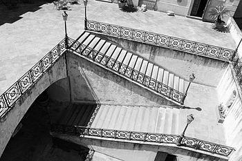 Castello ducale di Corigliano C. ,scalinata.JPG