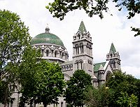 Cathedral-basilica-of-saint-louis.jpg