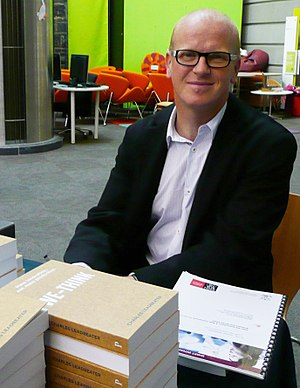 Charles Leadbeater - Leadbeater signing copies of We-think in 2008
