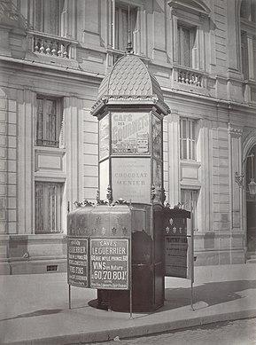Charles Marville, Urinoir lumineux à 3 stalles, Société Parisienne de Publicité, ca. 1865.jpg