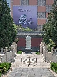 China Tianjin statue of Confuzius 5227570.jpg