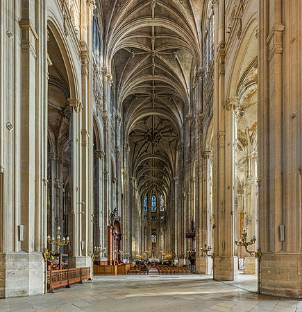 Church of St Eustace Interior, Paris, France - Diliff.jpg