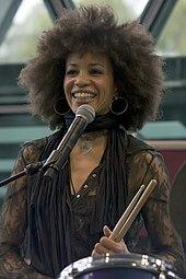 170px Cindy Blackman  - 20 iulie 1947 s-a născut Carlos Santana...