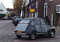 Citroen 2CV6 Charleston (& Mini) (10961509315).jpg