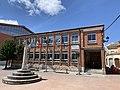 Colegio y rollo en Baños de Valdearados 4.jpg