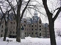 Collège Lionel-Groulx (entrée du vieux séminaire).jpg