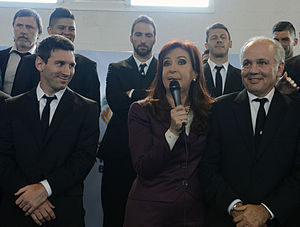 Alejandro Sabella - Sabella (right) with Cristina Fernández de Kirchner and Lionel Messi in 2014