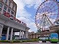Crowne Plaza Kaohsiung E-Da World entry and E-Da Outlet Mall ferris wheel 20110711.jpg