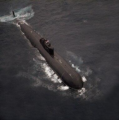 DN-SC-89-03179 INS Chakra submarine.jpg