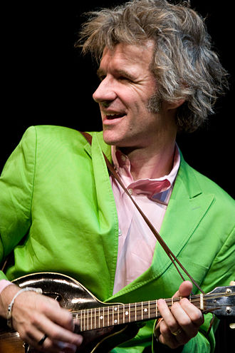 Dan Zanes - Dan Zanes plays mandolin on stage in 2007.