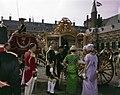 De gouden koets met prins bernhard en prinsessen, Bestanddeelnr 254-7032.jpg