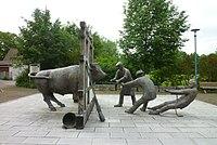 Deißlingen - Skulptur, Hagenverwürger Brunnen.JPG