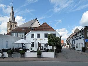 Hamminkeln - Image: Dingden, die Sankt Pancratius Kirche en Gasthof foto 7 2012 08 03 11.59