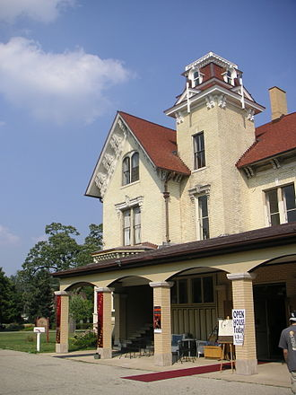 Crystal Lake, Illinois - Dole Mansion