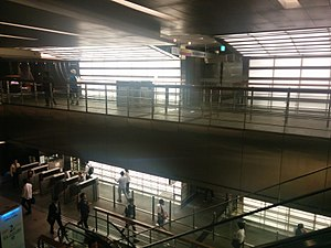 Double-deck elevator - Mori Tower: Lower lobby for odd-numbered floors, upper lobby for even-numbered floors