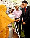 Dr. Rajiv Shah visiting Entrepreneurs project stalls (7073343081).jpg