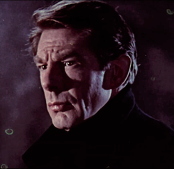Dracula (1958) trailer - Michael Gough (cropped & flipped).png