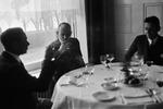 ETH-BIB-Männer im Restaurant-Inlandflüge-LBS MH05-72-03.tif
