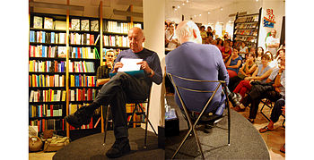 English: Writer Eduardo Galeano during a confe...