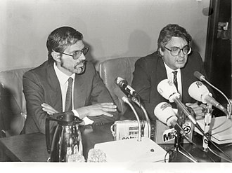 Josep Borrell - Borrell, Secretary of State of Finance, next to Eduardo Sotillos, Spokesman of the Government, in La Moncloa, 1984.