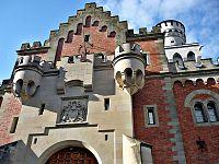 Eingang Schloss Neuschwanstein.jpg
