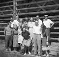 Ekipa EM pred kozolcem 1949.jpg